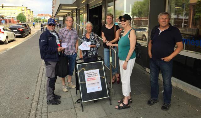 Kommunisterna samlas till protest utanför SDN-mötet i Majorna-Linné.
