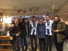 Torgny Johansson till vänster tillsammans med Martin Dalence Smedberg och andra pristagare och Mixgårdens egen Pelusa.