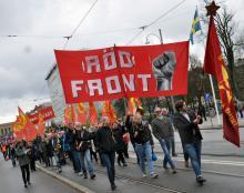 Röd Front-tåget på avenyn