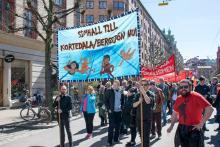 Kravet om en simhall till Kortedala/Bergsjön syntes i Röd Front på 1 maj
